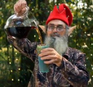 Elf Si pouring Tea